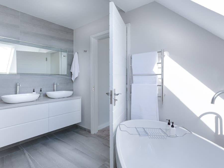 白基調の洗面所